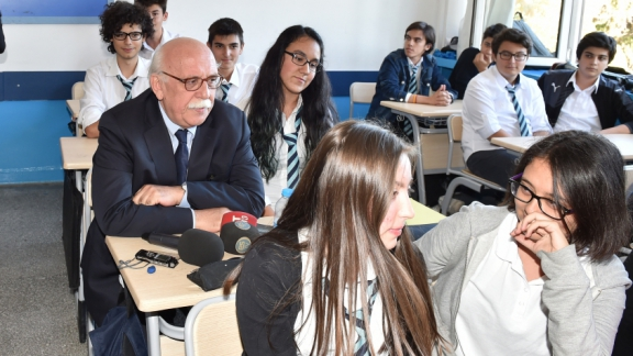 Minister Avcı back to his school desk after 45 years